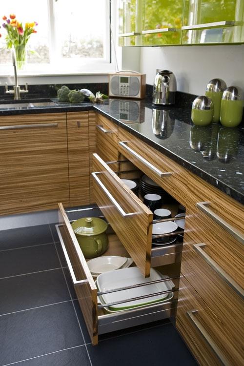 Кухонные шкафчики из зебрано