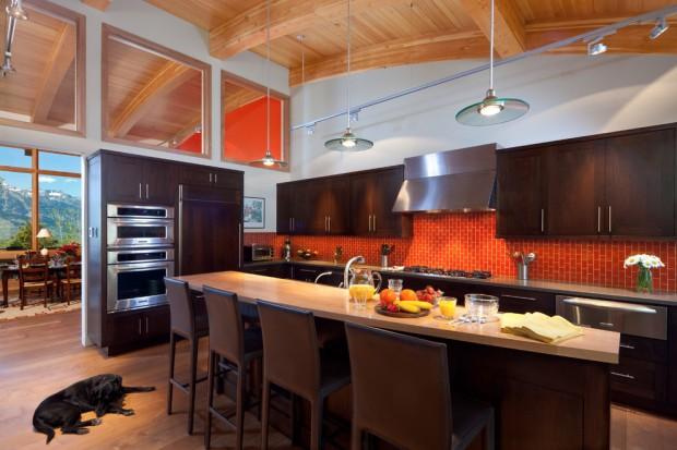 Кухня черно-оранжевого цвета