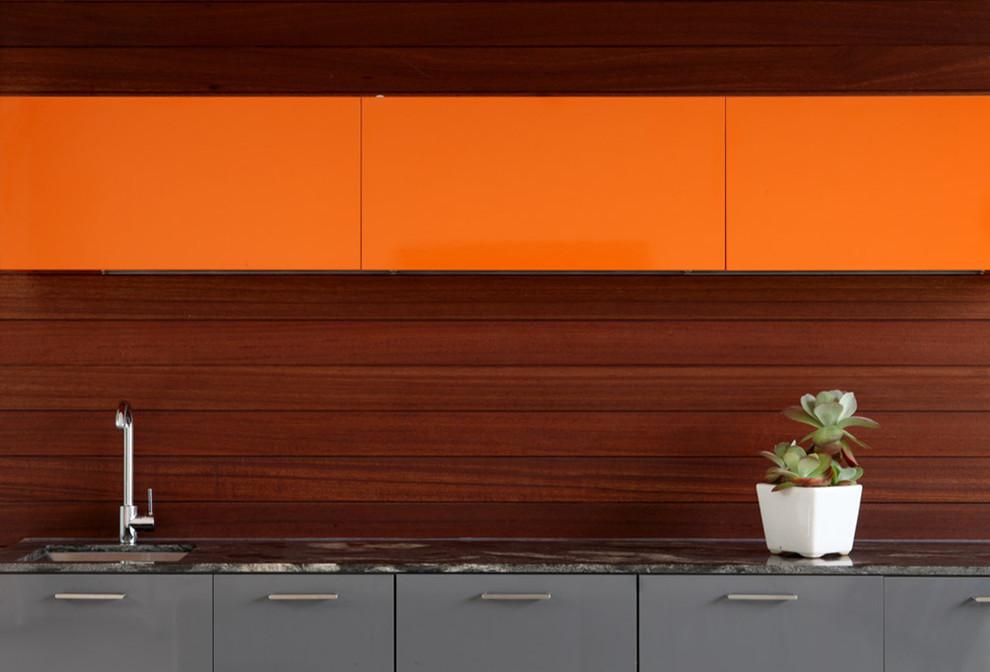 Интересное сочетание коричневого и оранжевого