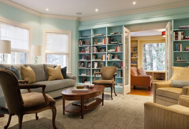 Бирюзовая гостиная с библиотекой