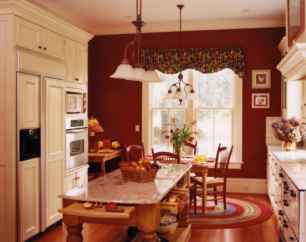 Бордовая кухня в ретро стиле