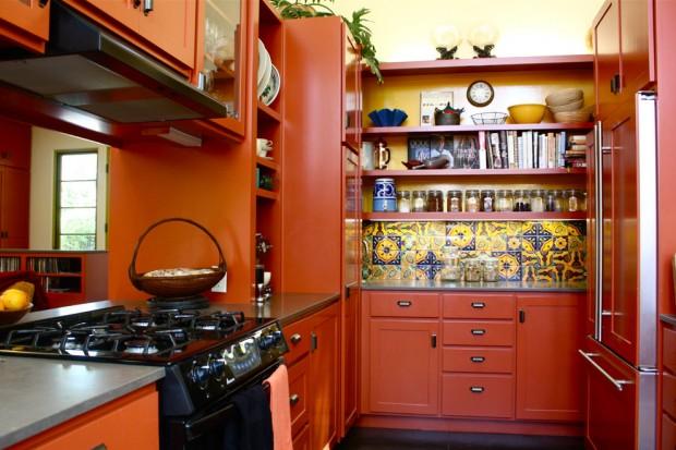 Темно оранжевая кухня в восточном стиле