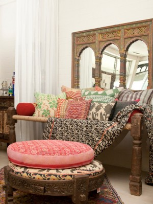 Original_Chai-Studio-daybed-with-pillows_s3x4_lg