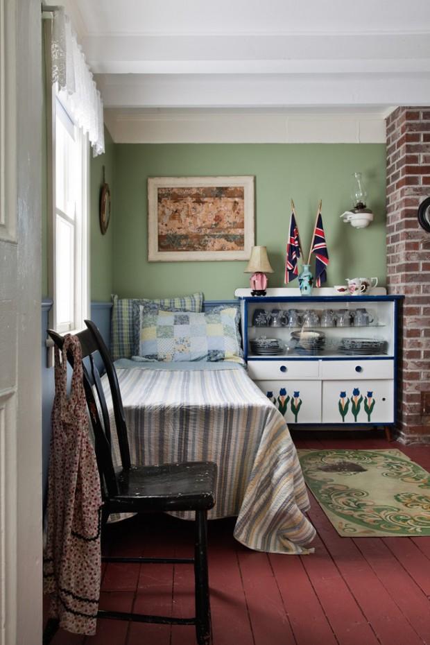 Спальное место на кухонном широком диване