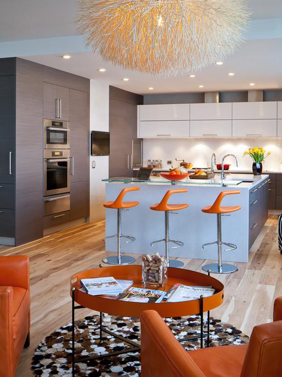 Кухня в стиле хай-тек с оранжевой мебелью