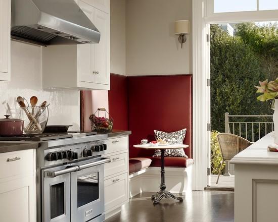 Бордовый кухонный уголок