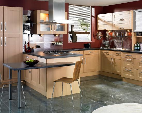 Сочетание бежевого и бордового цвета в интерьере кухни