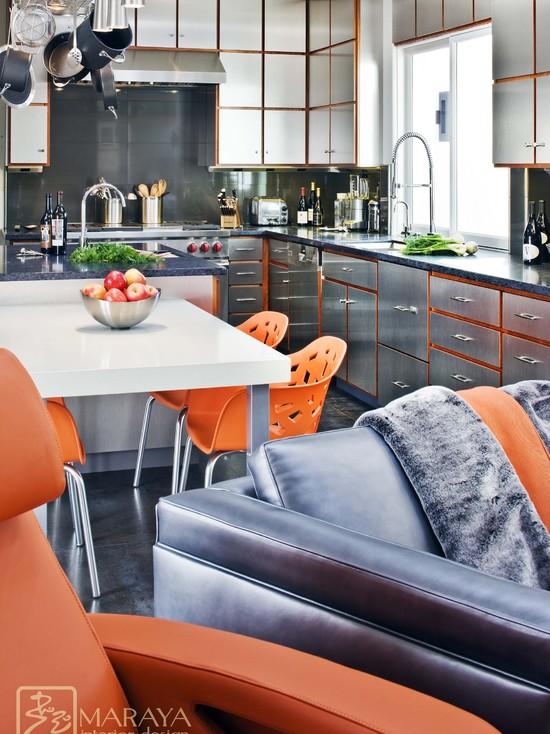 Сочетание холодного метала и теплого оранжевого цвета