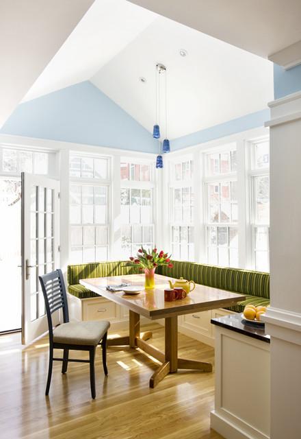 Угловое спальное место на кухне