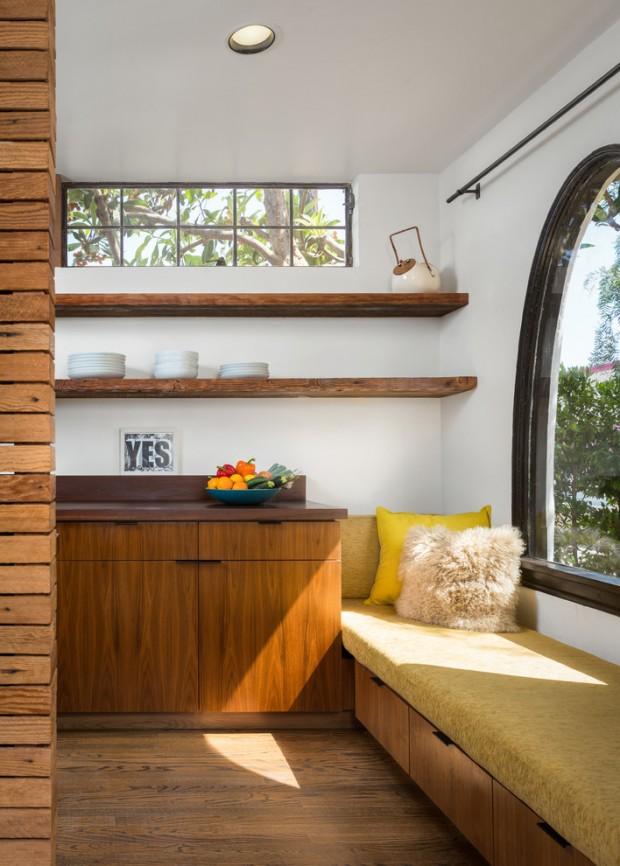 Диван-кровать у окна