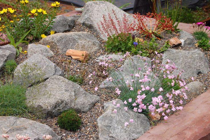 Использование щебня в промежутках между большими камнями