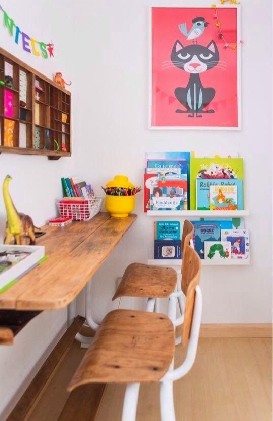 Небольшой, узкий стол для детей