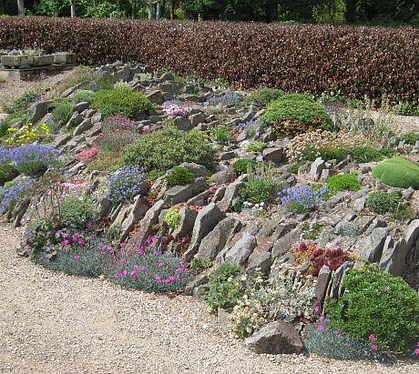 Вертикально расположение плоских камней