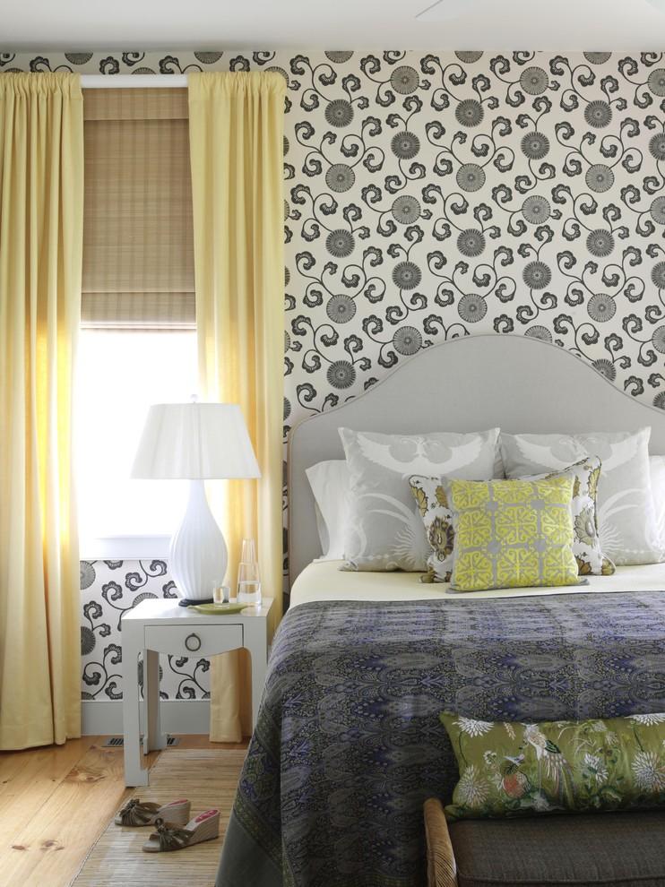Бело-серые обои в интерьере спальни