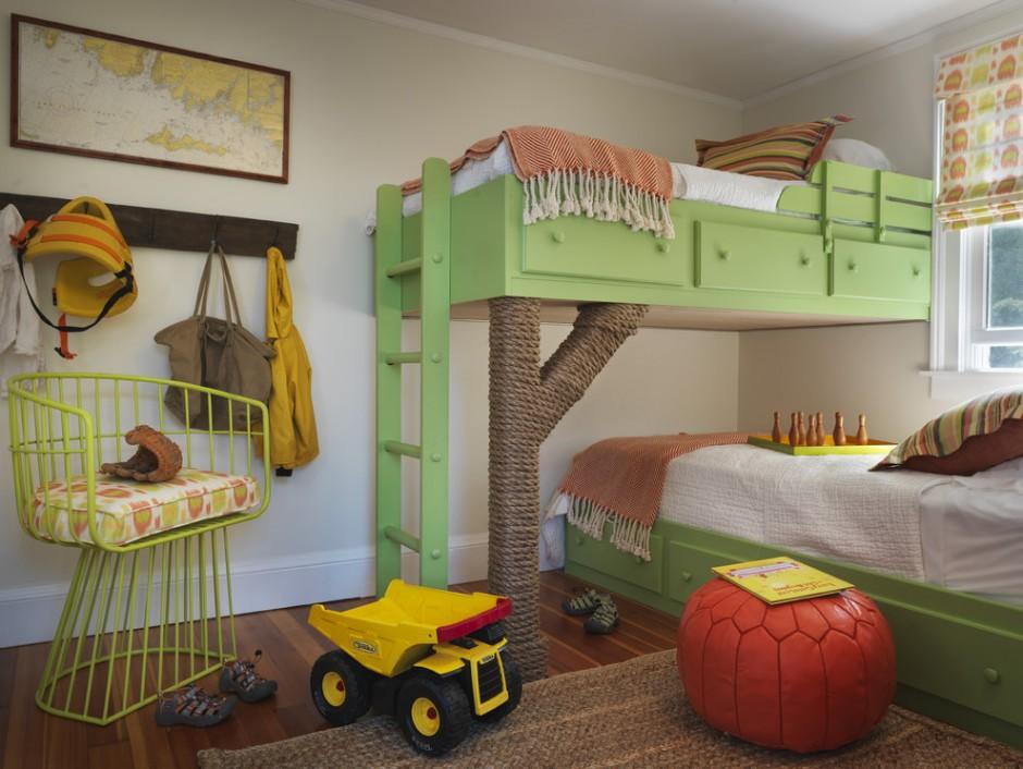 Нестандартная двухъярусная кровать в детской комнате