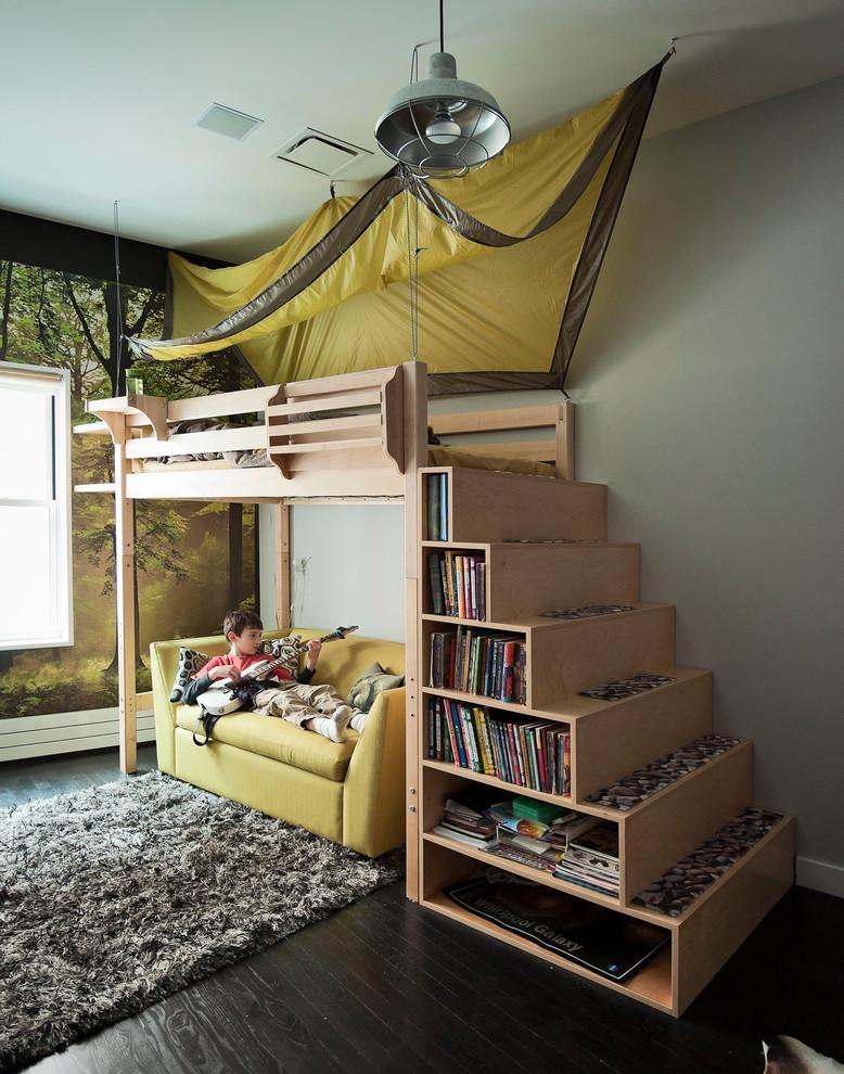 книжные стеллажи как лестница в кровать
