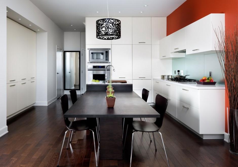 Черно-бело-оранжевая кухня