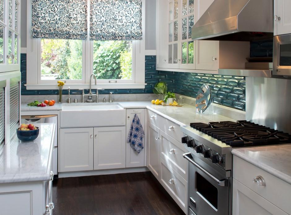 Изящные римские шторы на кухне