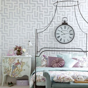 Eclectic-Grey-and-White-Geometrical-Wallpaper