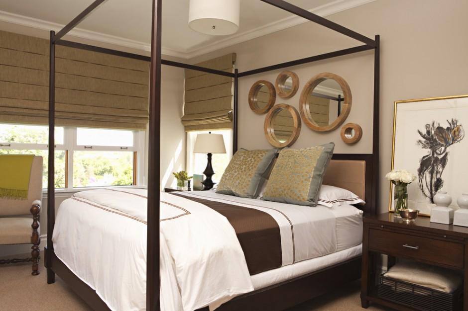 Декоративные зеркала над кроватью