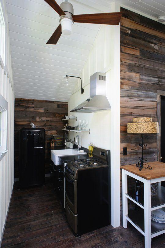 Узкая кухня в ретро стиле