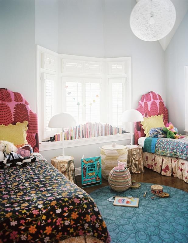 Детская комната для двух девочек с зоной для игр