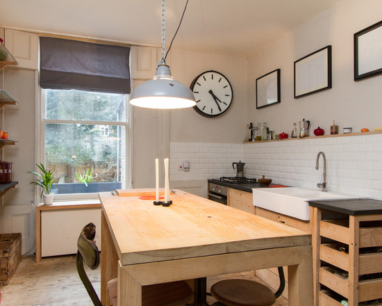 Римские шторы на кухне в стиле минимализм