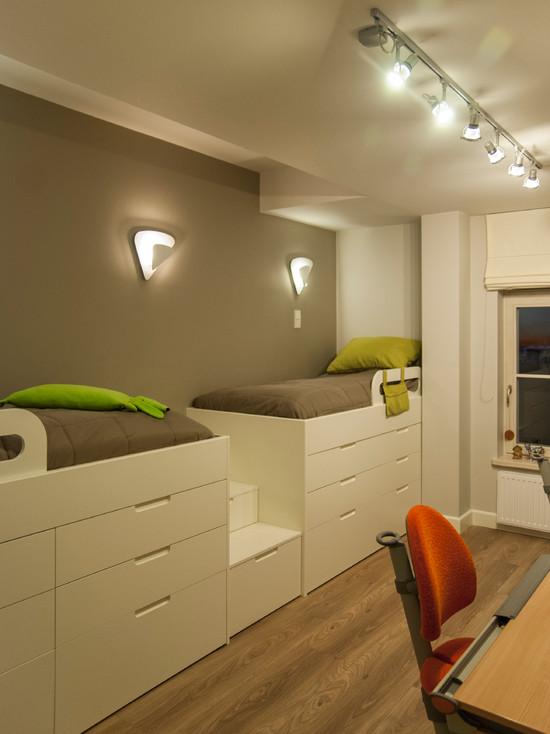 Кровати над шкафом для экономии пространства