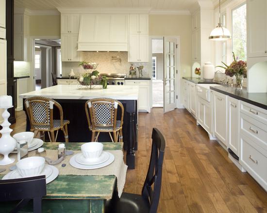 Ретро мебель в черно-белой кухне
