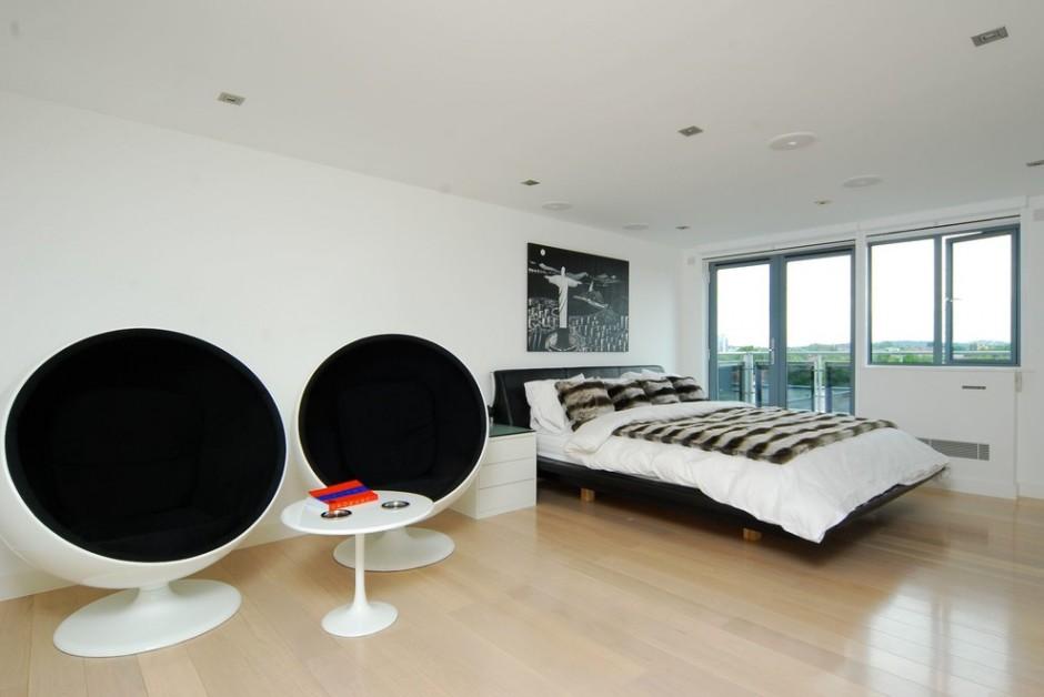Черно-белые кресла в стиле футуризм