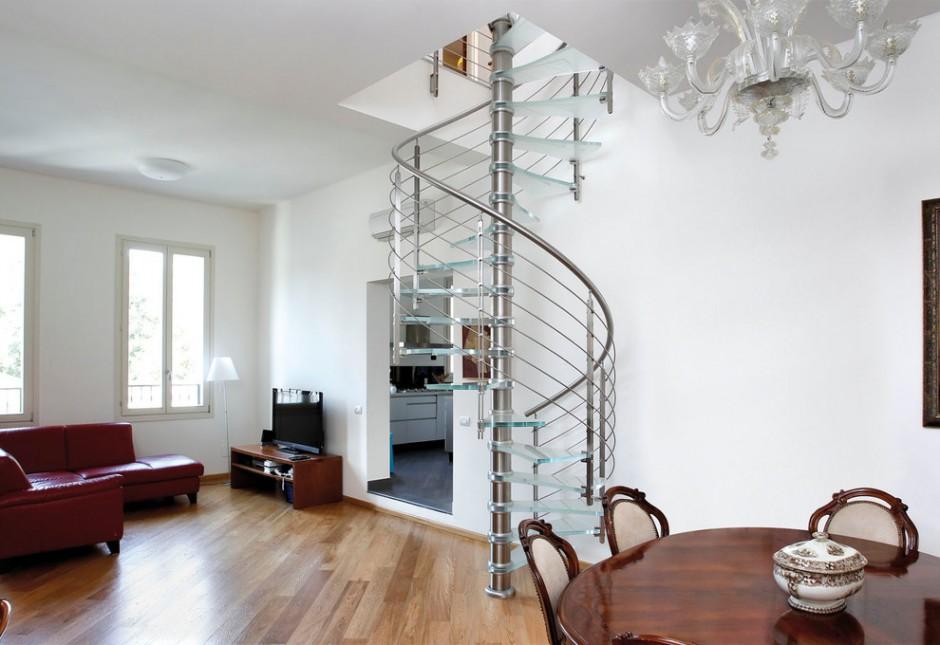 Винтовая лестница с стеклянными ступенями