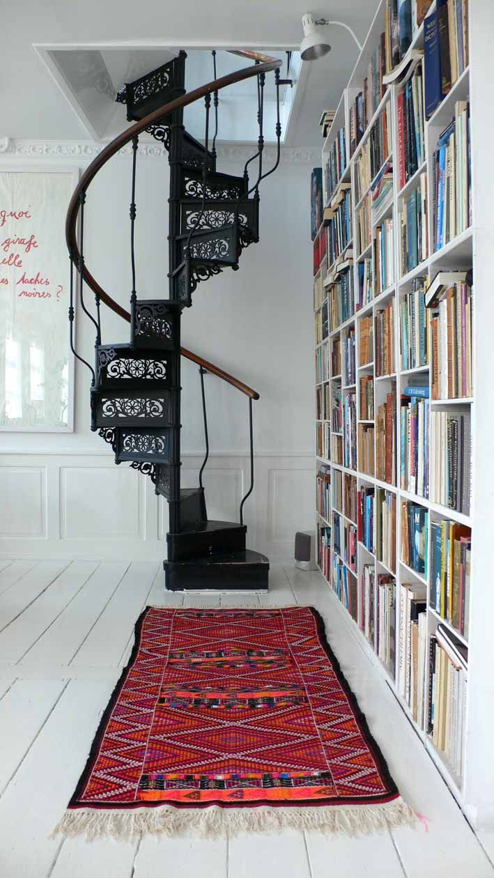 Винтовая резная лестница