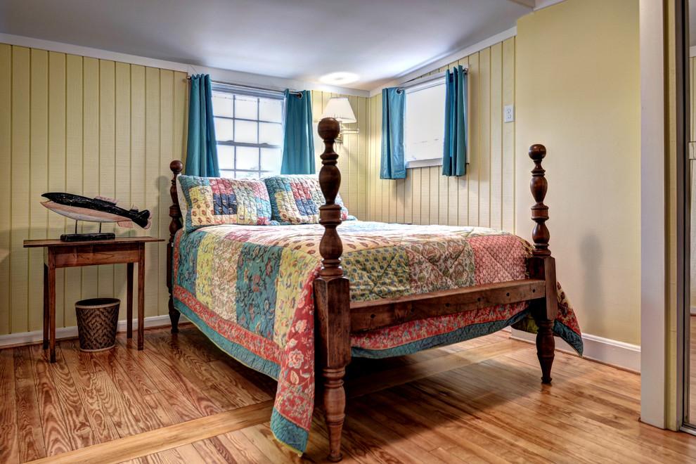 Морской стиль в черно-белой спальне