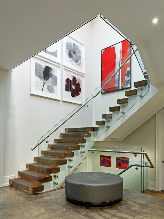 Красивая лестница с несколькими пролётами