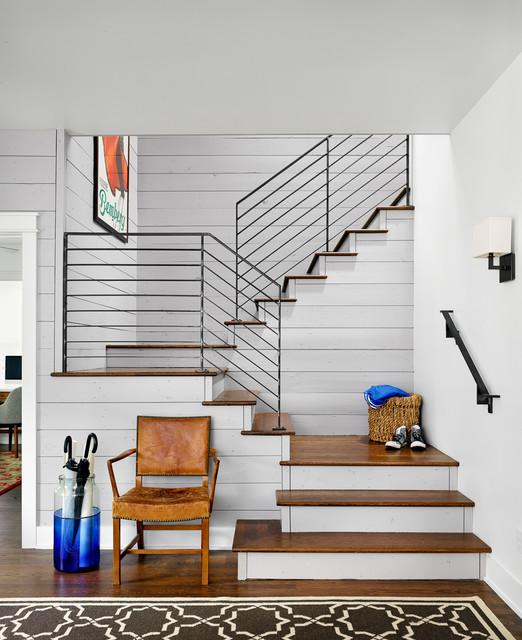 Смешение ретро и хай-тек стиля в стильной лестнице