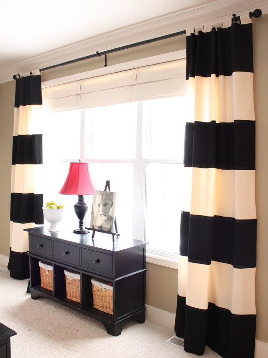 Черно белые шторы в спальне