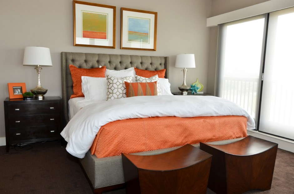 Серо-оранжевая спальня