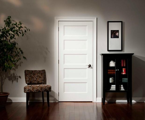 Классическая межкомнатная белая дверь