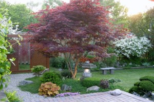 Interesting-Japanese-Garden-that-incorporates-several-different-natural-elements-seamlessly