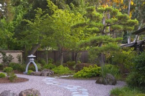Minimal-Japanese-Garden-with-elegant-use-of-rock-and-sand