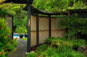 Natural-bamboo-fence-adds-an-element-of-inimitable-style-to-this-garden