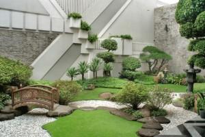 Refreshing-little-garden-borrowing-heavily-from-the-Japanese-motif