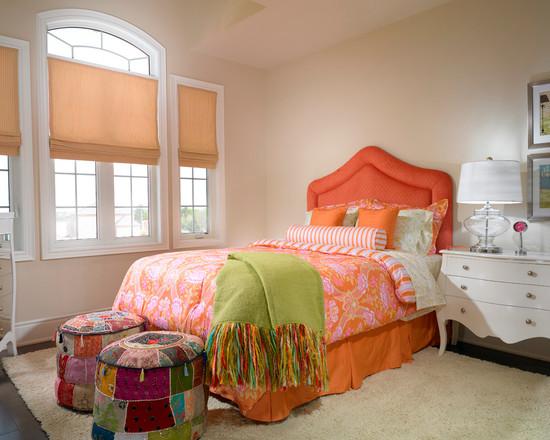 Оранжевая кровать в детской спальне