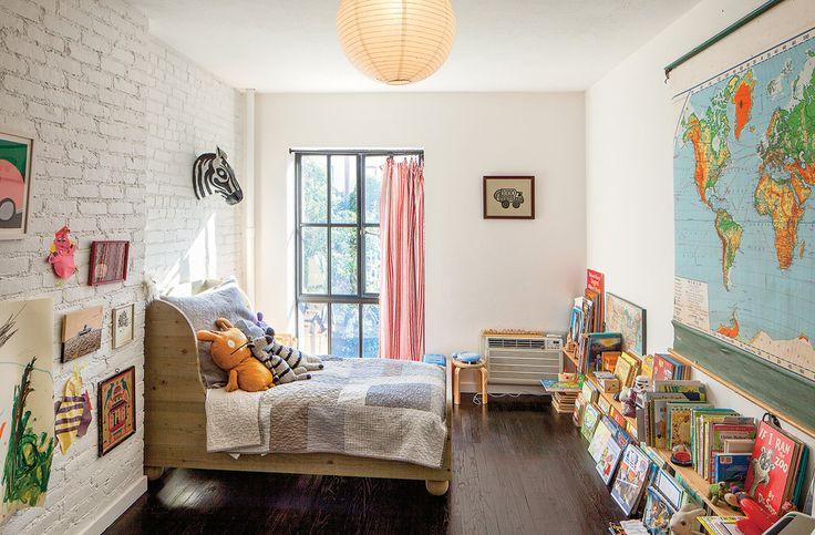 Небольшая детская комната для маленького ребенка