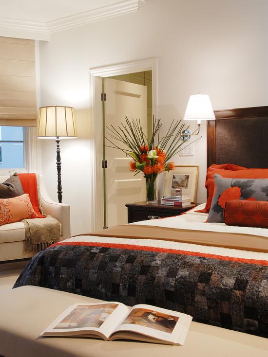 Теплые оранжевые оттенки в оформлении спальной комнаты