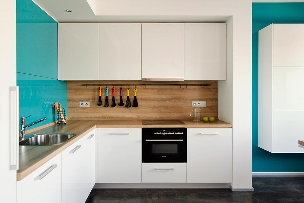 Белая деревянная кухня дизайн