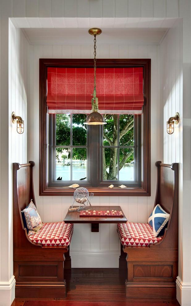 Обеденный столик в виде каюты