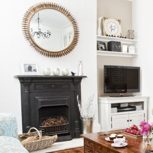 Black-and-White-in-Traditional-Living-Room-LaurieFlower-014