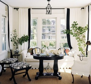 Black-and-White-in-Traditional-Living-Rooms-LaurieFlower-010