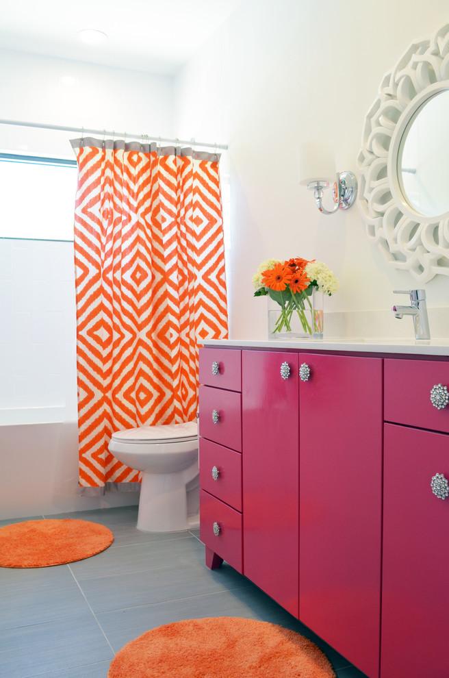 Сочетание оранжевого и розового в ванной комнате
